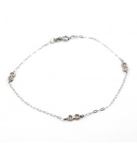 Pulsera oval realizada en oro blanco con diamantes engastados en chatones de oro blanco