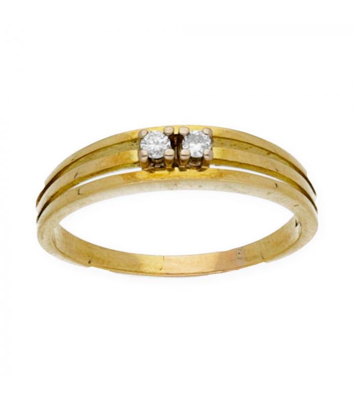 Sortija en oro amarillo con diamantes en la parte central