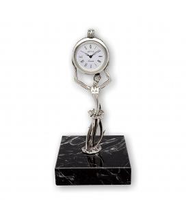 Reloj Alberty realizado en plata de ley 925/1000 con base de mármol.