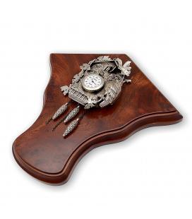 Reloj Alberty para colgar, estilo cuco sobre peana de madera realizado en plata de ley 925/1000.